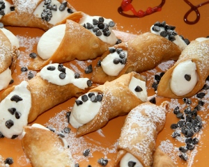 how can you resist these mini cannoli?